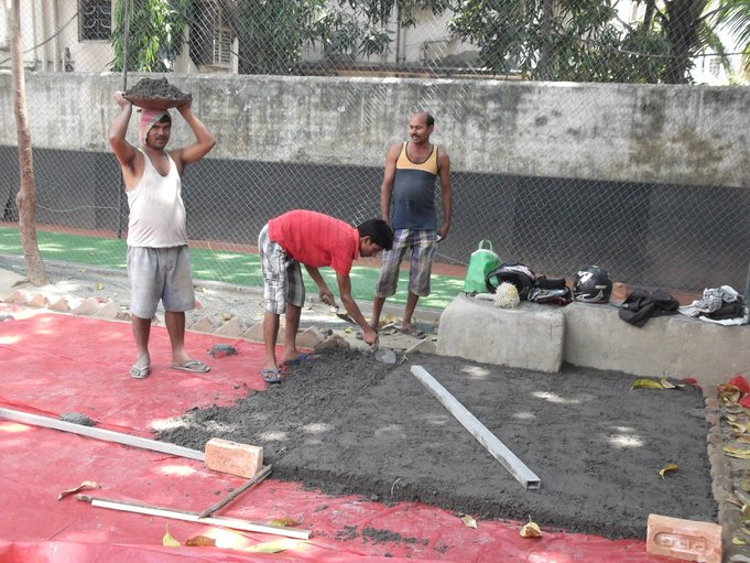 F:\Website Rotary\3- Nieuws\Archief 2013-2014\Kolkata\Rowland Road Back Garden Synthetic Grass work Day 2-3\DSCF0066.JPG