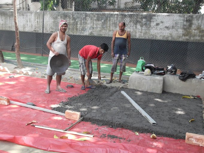 F:\Website Rotary\3- Nieuws\Archief 2013-2014\Kolkata\Rowland Road Back Garden Synthetic Grass work Day 2-3\DSCF0067.JPG