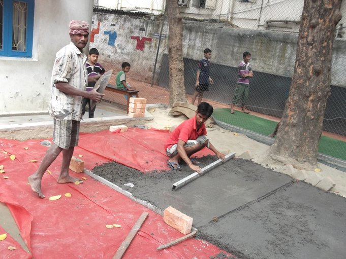 F:\Website Rotary\3- Nieuws\Archief 2013-2014\Kolkata\Rowland Road Back Garden Synthetic Grass work Day 2-3\DSCF0069.JPG