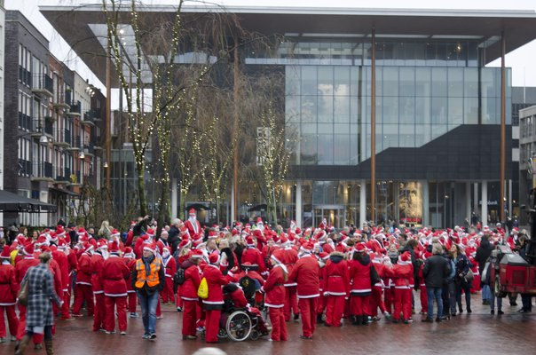 Macintosh HD:Users:stephanvanderveer:Downloads:Rotary Santa Run 2017:Rotary Santa Run 2017 054.jpg