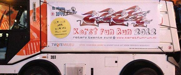veegwagen met banner